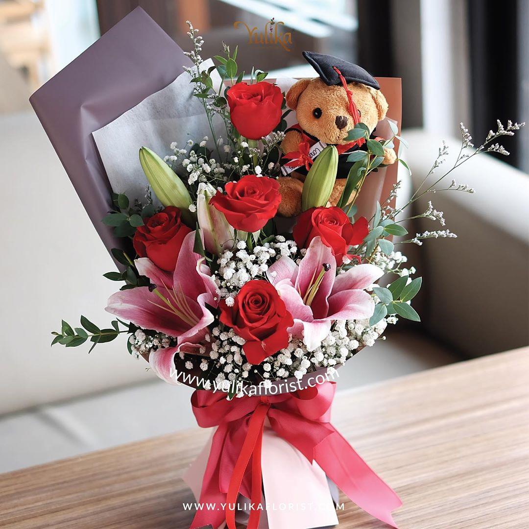 5 Ide Kado Wisuda Untuk Kekasih Yulika Florist